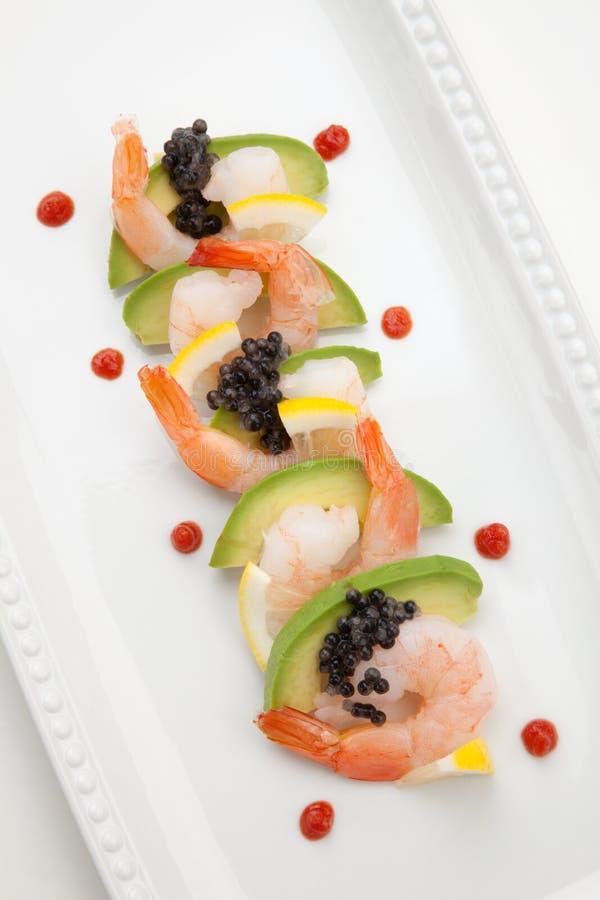 Krabbencocktail mit schwarzem Kaviar stockfoto