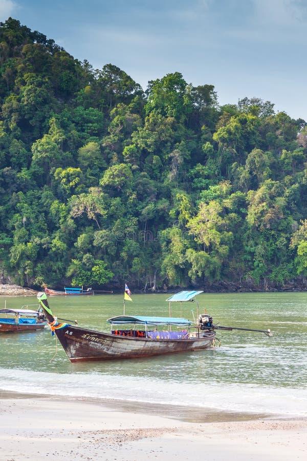 Krabi Tailândia - Krabi 20: Opinião do mar da praia em Krabi Tailândia 20/0 fotografia de stock