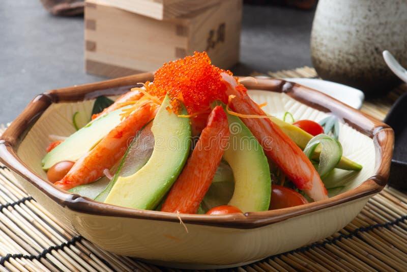 Krabvlees en avocadosalade stock afbeeldingen