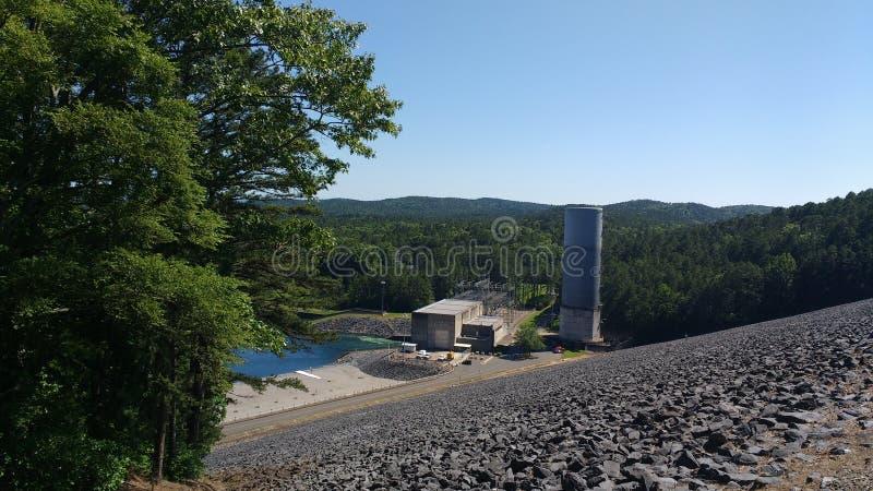 Krachtcentrale en Dam in Heet de Lentes Nationaal Park, Arkansas, de V.S. stock afbeelding