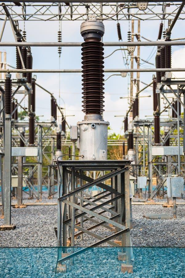 Download Krachtcentrale Voor Het Maken Van Elektriciteit Stock Afbeelding - Afbeelding bestaande uit bliksem, techniek: 39107529
