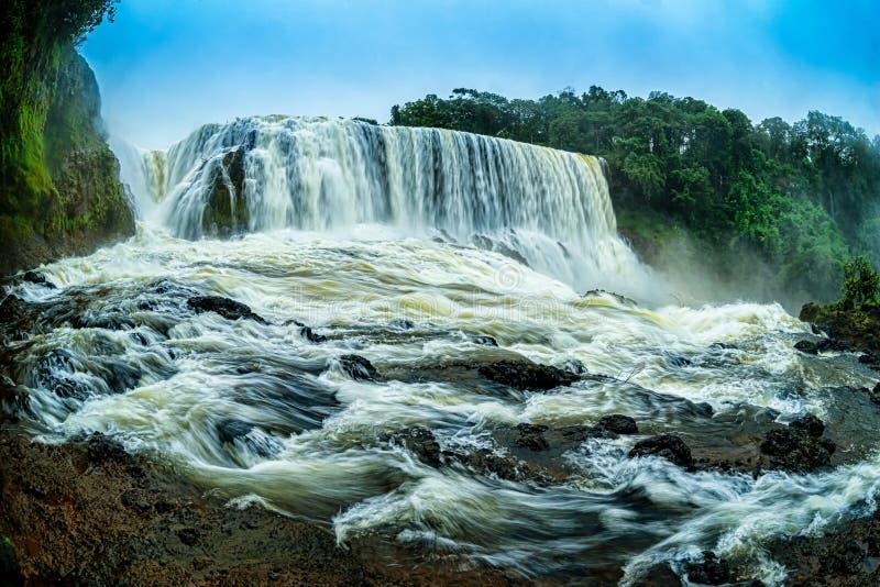 Krachtig van Sae Pong Lai-waterval in Zuidelijk Laos royalty-vrije stock foto