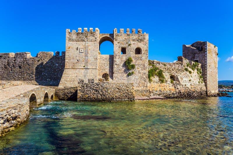 Krachtige torens en muren stock foto