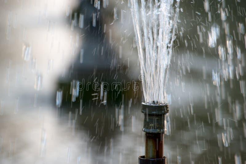 Krachtige waterfontein stock foto's