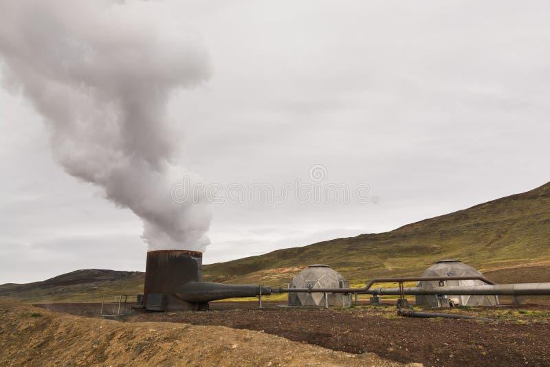 KRAFLA, ISLAND - AUGUST 2018: Bohrlochbrunnen des Krafla-Kraftwerks, Island lizenzfreie stockbilder