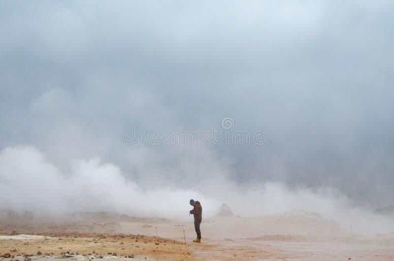 Krafla - kontur mot bakgrunden av dunster royaltyfri fotografi