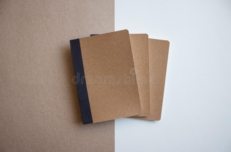 Kraft tomma anteckningsböcker fotografering för bildbyråer