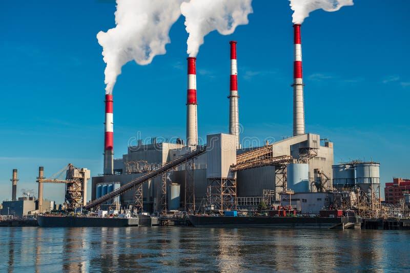 Kraftgenereringfabrik som frambringar stationen royaltyfri fotografi