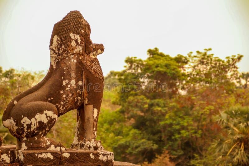 Kraftig kambodjansk skulptur royaltyfria foton