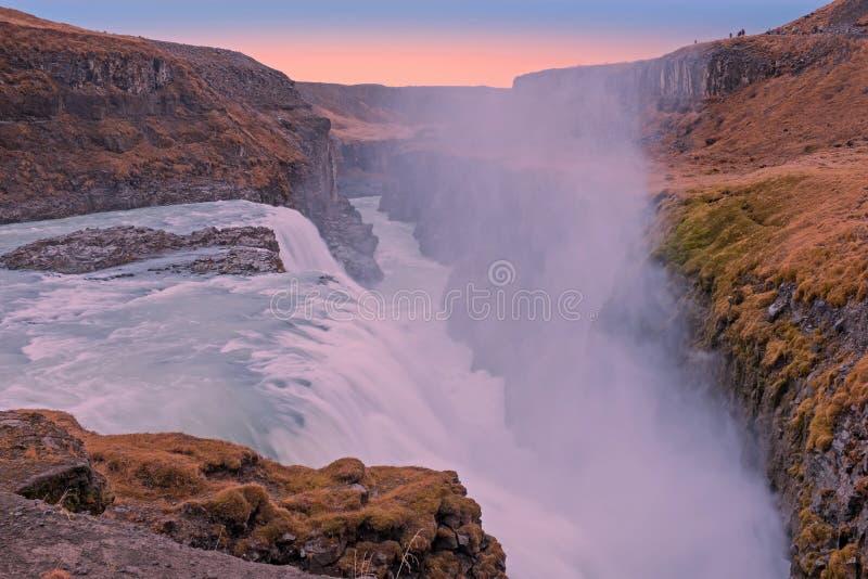 Kraftiga Gullfoss vattenfall i Island arkivbilder
