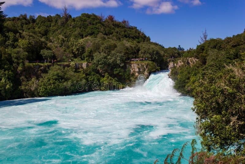 Kraftiga Huka nedg?ngar p? den Waikato floden n?ra Taupo den norr ?n Nya Zeeland arkivbilder