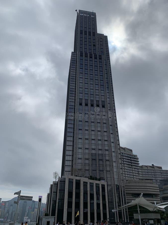 Kraftigt tecken för moderna byggnader arkivfoton