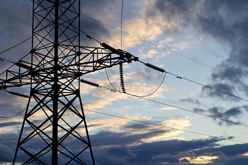 Download Kraftledning Mot Den Stormiga Skyen Arkivfoto - Bild av perspektiv, linje: 27288742