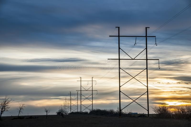 Kraftledningar i Saskatchewan, Kanada arkivbilder