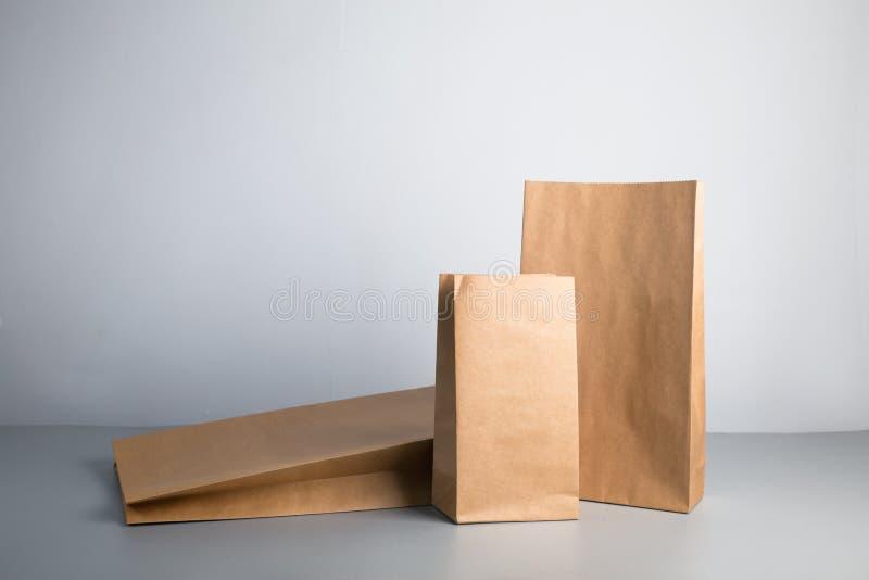 Kraftpapiertasche stockbilder