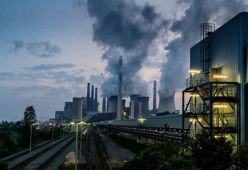 Kraftverk för fossil- energi arkivfoton