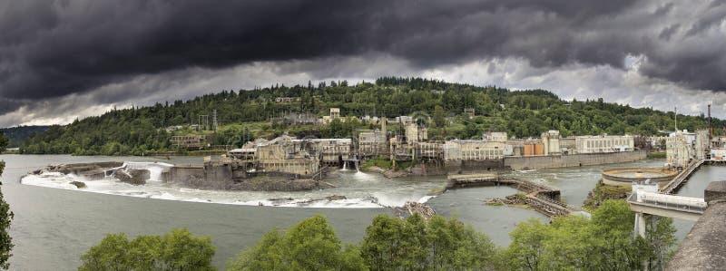 Kraftverk på det Willamette nedgånglåset royaltyfri bild