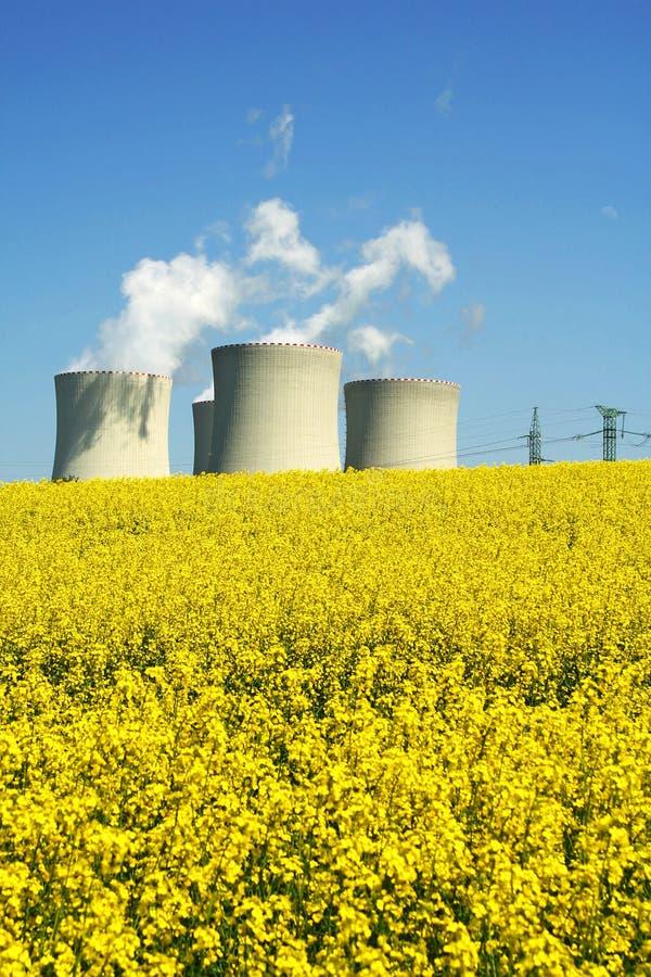 Kraftwerk in der Natur lizenzfreies stockfoto