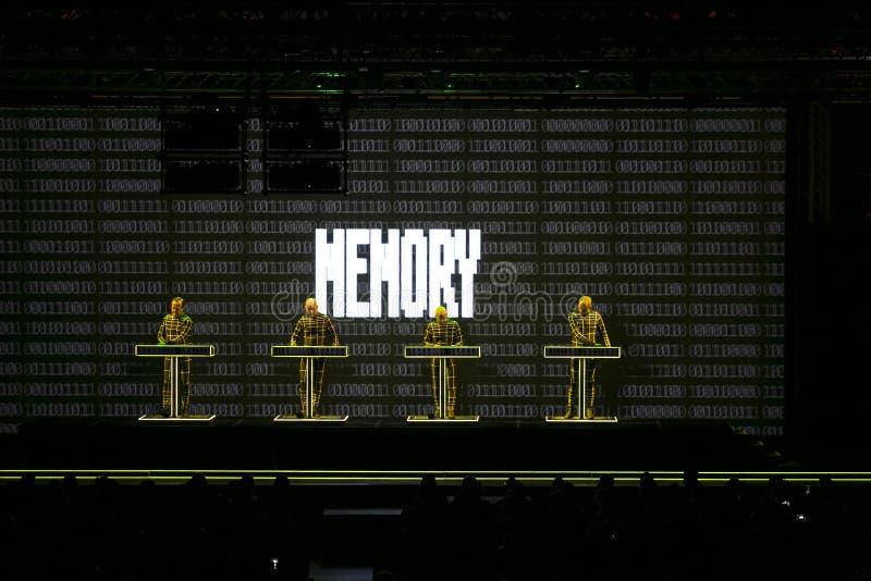 Kraftwerk en concierto foto de archivo