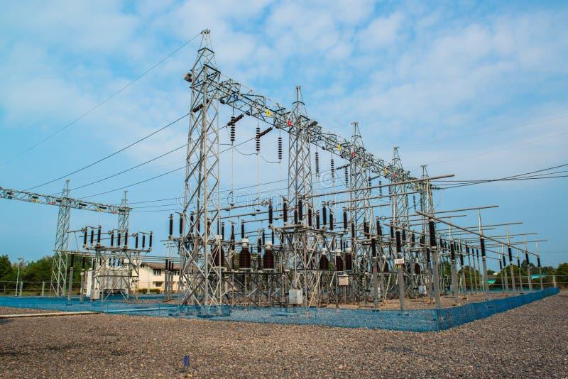 Kraftwerk für die Herstellung der elektrischen Energie stockfotos