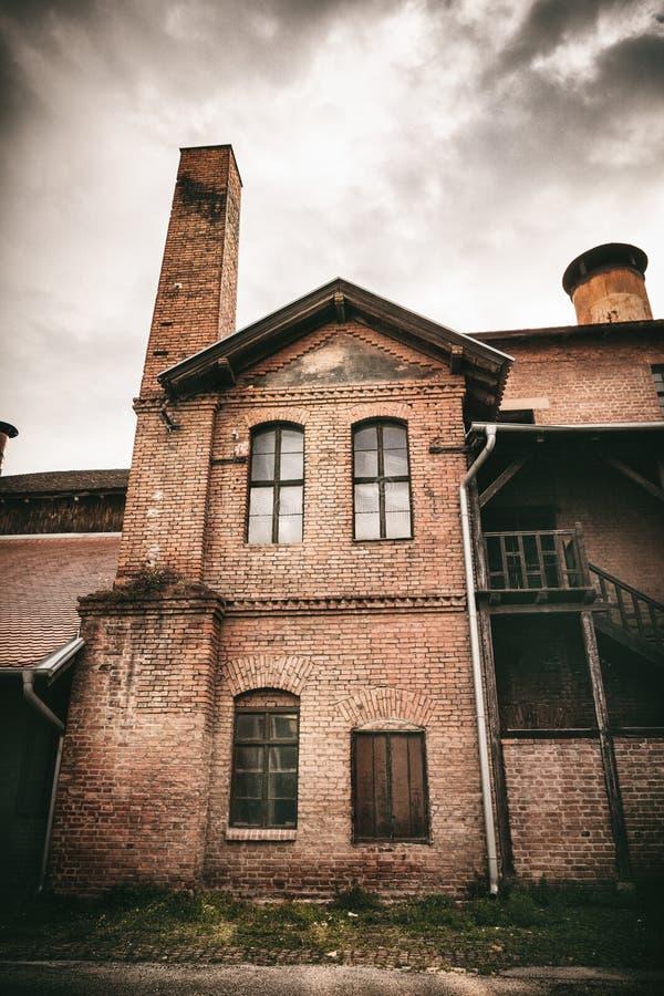 Kragujevac, Servië - Juli 18, 2016: Het museum van Stara Livnica, bepaalt van dichtbij oude fabriek in Kragujevac, Servië de plaa stock afbeelding