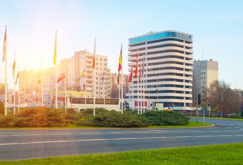 Kraj flaga, nowożytny biznesowy budynek biurowy obrazy stock