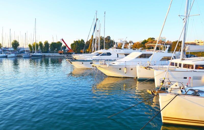 Krajobraz Alimos marina w Attica Grecja zdjęcia stock