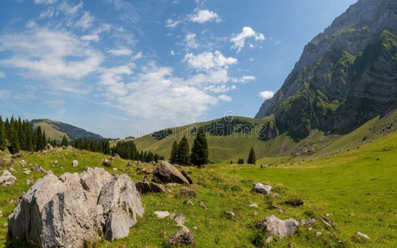 Krajobraz Alpstein i Saentis który są podgrupą Appenzell Alps w Szwajcaria obraz royalty free