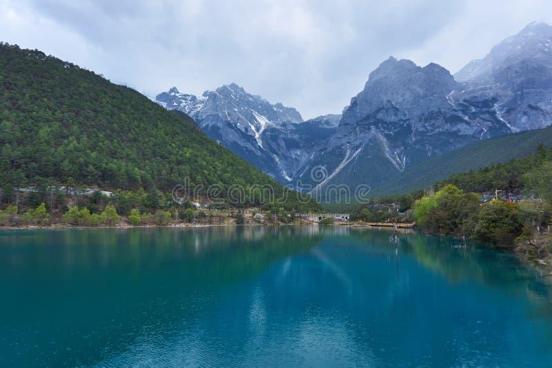 Krajobraz Błękitnej księżyc dolina w chabeta smoka Śnieżnej górze, Lijiang, Yunnan, Chiny fotografia royalty free
