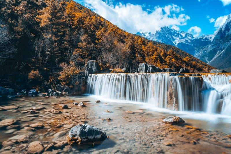 Krajobraz Błękitnej księżyc dolina w chabeta smoka Śnieżnej górze, Lijiang, Yunnan, Chiny zdjęcia royalty free