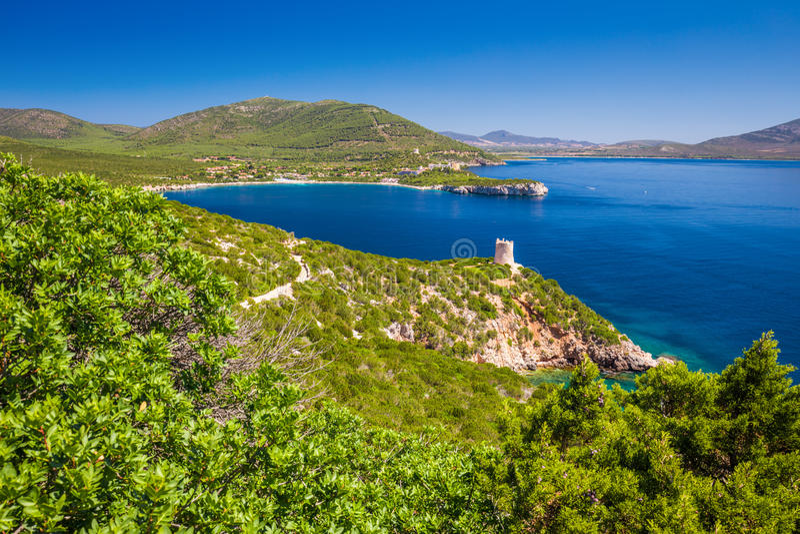 Krajobraz blisko Neptune groty jamy Grotta Di Nettuno w Alghero, Sardinia obraz royalty free