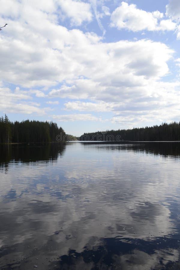 Krajobraz, chmury nad wodą fotografia stock