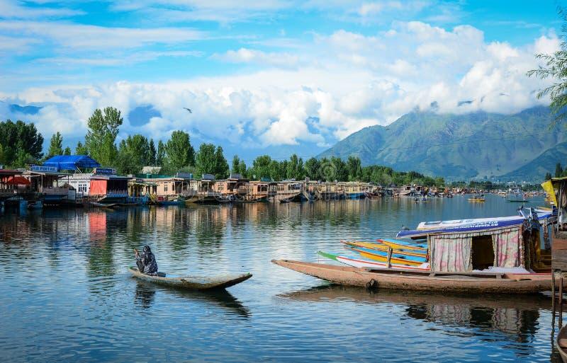 Krajobraz Dal jezioro w Srinagar, India zdjęcie stock