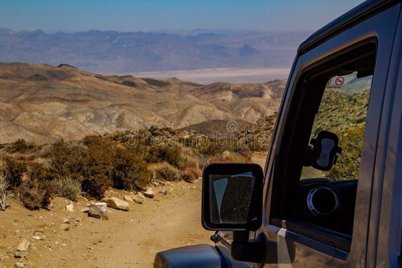 Krajobraz dolina śmierć blisko samochodu obraz stock