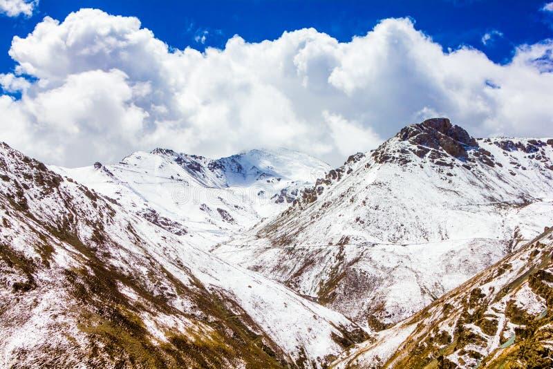 Krajobraz g?ra na Qinghai plateau, Chiny zdjęcie royalty free