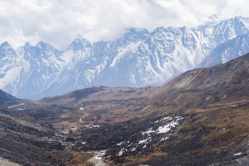 Krajobraz himalaje pasmo górskie przy Chola przepustką, Everest regi obraz royalty free