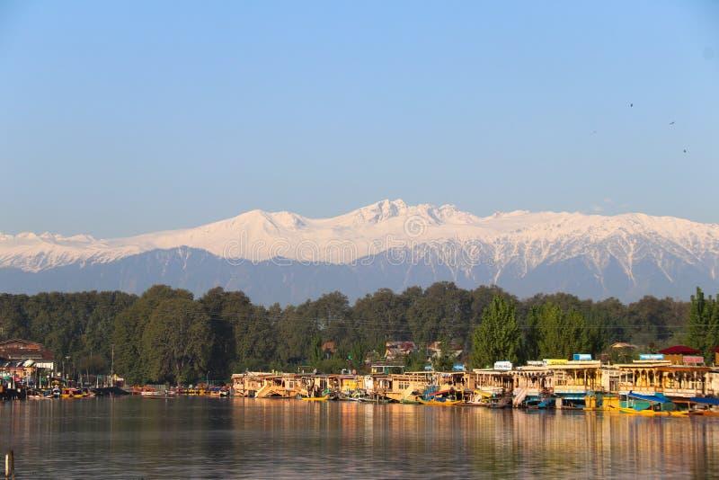 Krajobraz Houseboats na Dal jeziorze w Srinagar obraz stock