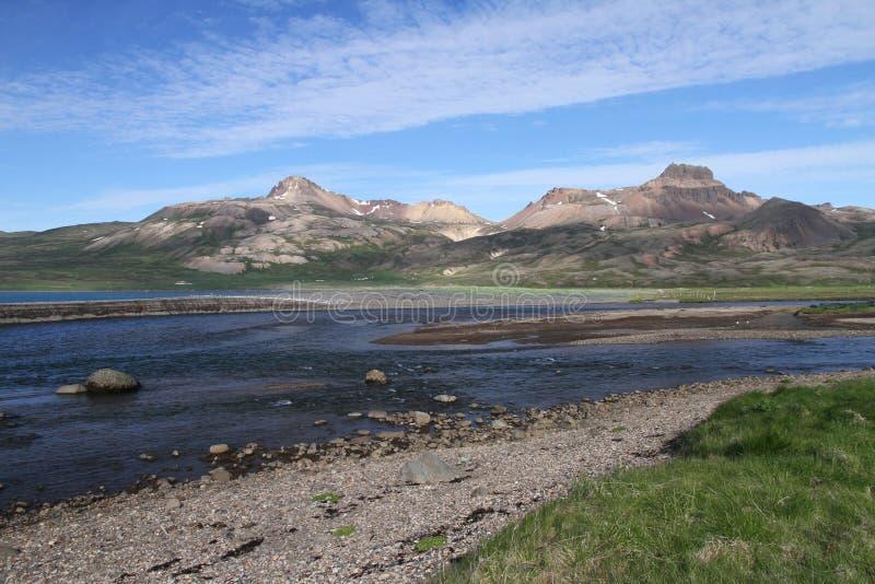 Krajobraz Iceland z rzeką i górami zdjęcie stock
