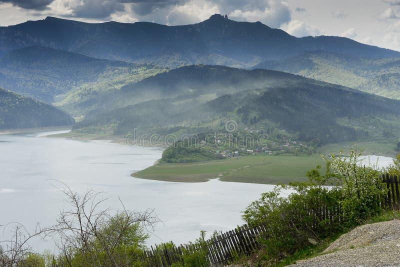 Krajobraz jeziorny Bicaz Rumunia fotografia royalty free
