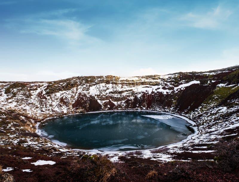 Krajobraz Kerio krater marznący jezioro w Iceland Geotermiczny teren w zimie zdjęcia royalty free