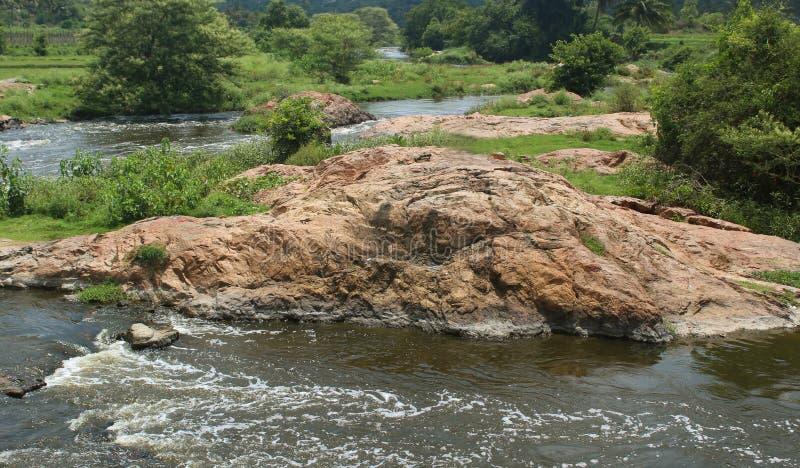 Krajobraz mała rzeka z skałami fotografia royalty free