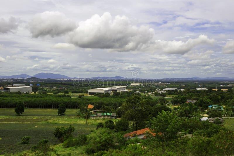 Krajobraz nieruchomości fabryka w wsi Rayong T i dom obrazy stock