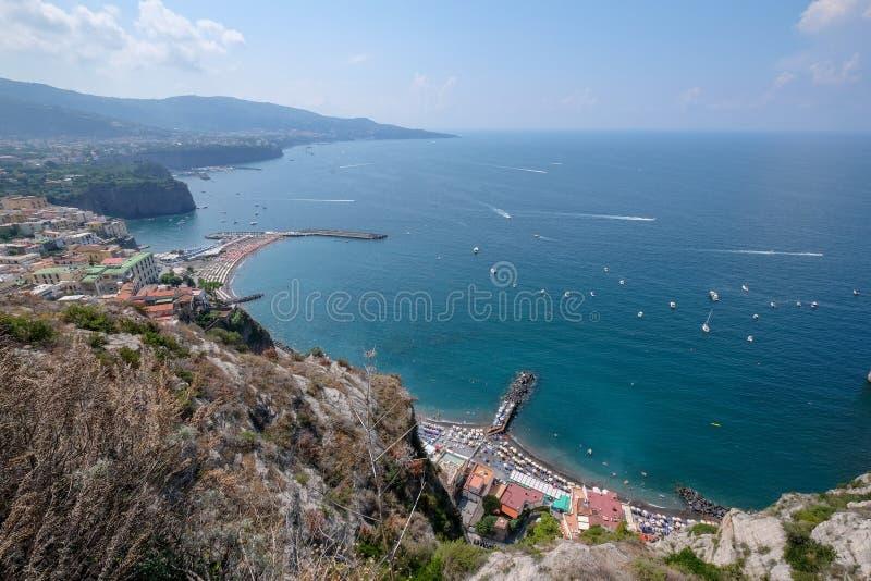 Krajobraz podczas lata od falezy w Amalfi wybrzeżu, Włochy obraz royalty free