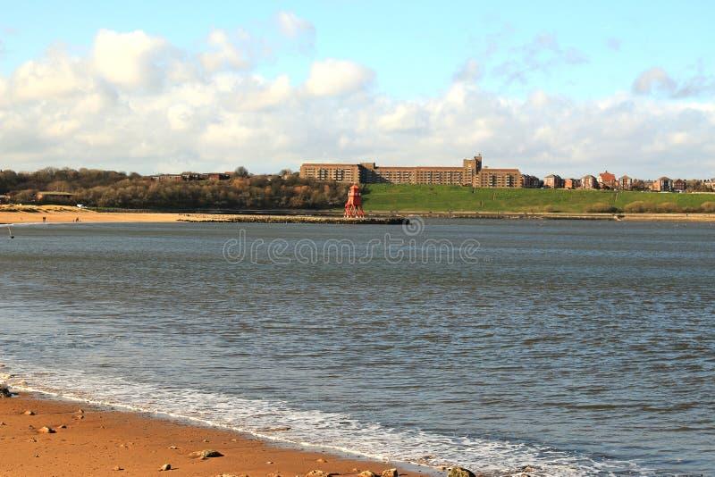 Krajobraz przez rzecznego Tyne obrazy stock