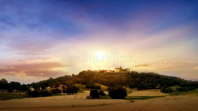 Krajobraz przy zmierzchem rolnego pola złoty nadmierny zmierzch obraz royalty free