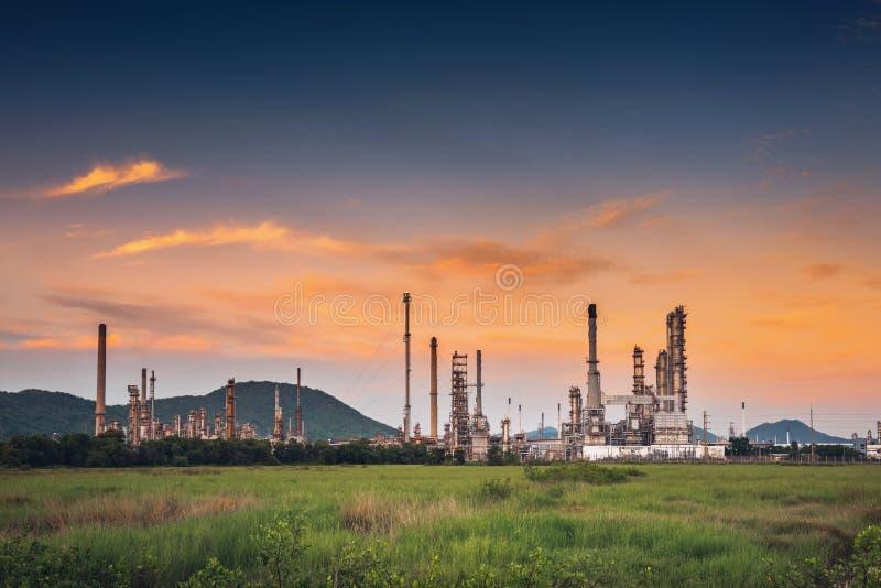 Krajobraz ropa i gaz rafinerii zakład produkcyjny , produkt naftowy lub chemiczni podestylacyjnego procesu budynki , fabryka fotografia royalty free