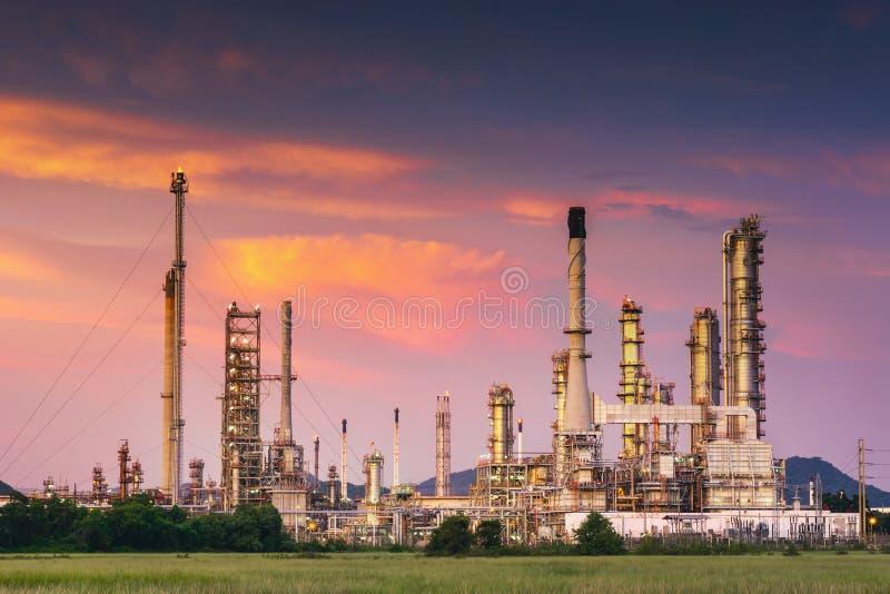 Krajobraz ropa i gaz rafinerii zakład produkcyjny , produkt naftowy lub chemiczni podestylacyjnego procesu budynki , fabryka zdjęcie royalty free