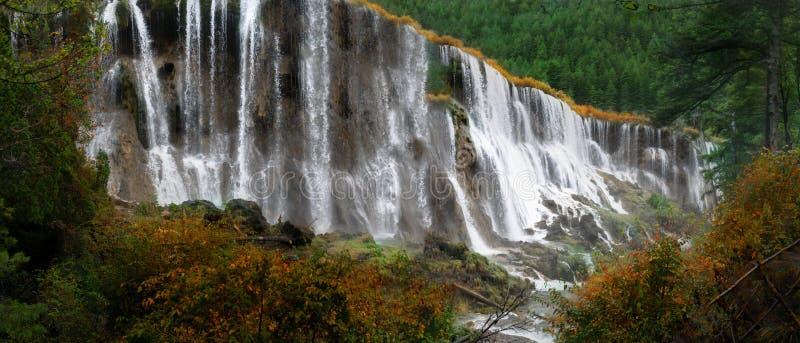Krajobraz siklawa przy Jiuzhaigou parkiem narodowym, Chiny obrazy stock