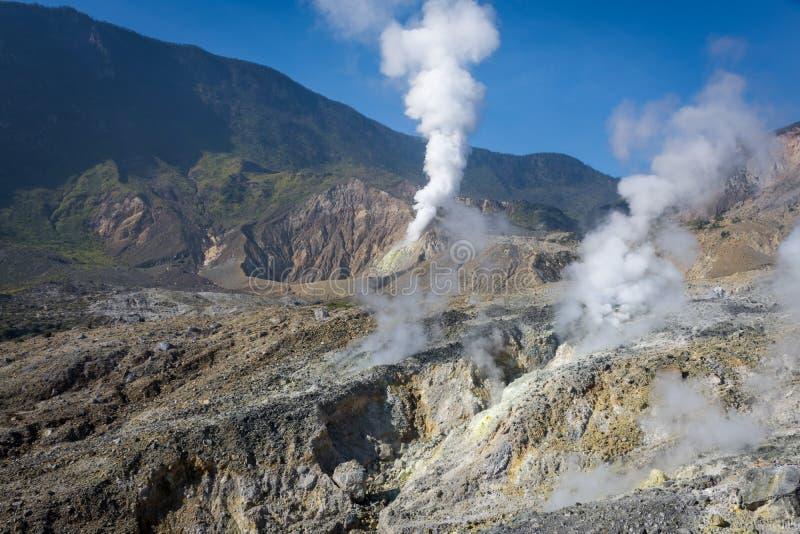 Krajobraz skalisty ?lad na g?rze Papandayan ten rzuca? wyzwanie dla wycieczkowicza Aktywny wulkan na Garut Papandayan obrazy stock