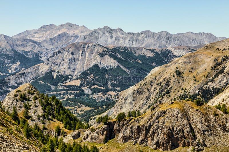 Download Krajobraz w Alps obraz stock. Obraz złożonej z skały - 30335033